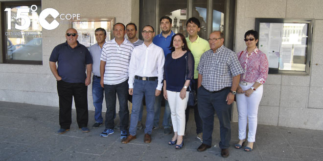 Alcaldes y concejales socialistas junto al candidato del PSOE, David Serrada