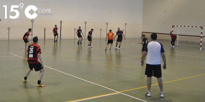 Un momento del partido entre Las Cabañas y Seguros Pronucal del Torneo de invierno de FS