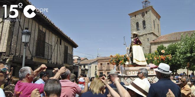 Cientos de personas acompañaron a San Roque en la procesión por las calles de Macotera