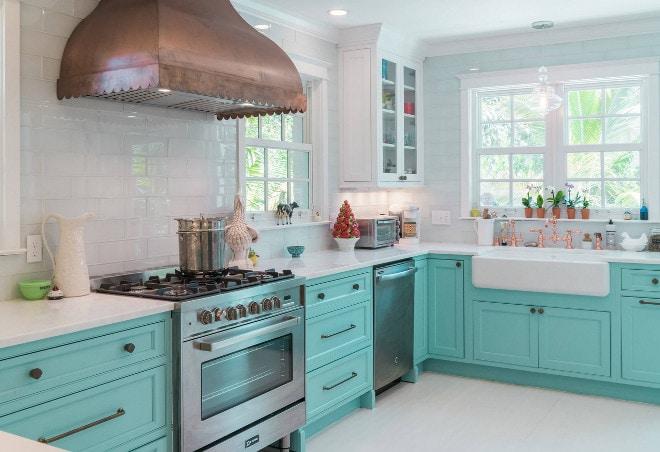 бело бирюзовя кухня