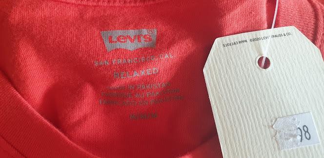 Áo thun Levi's với Logo Levis sau lưng
