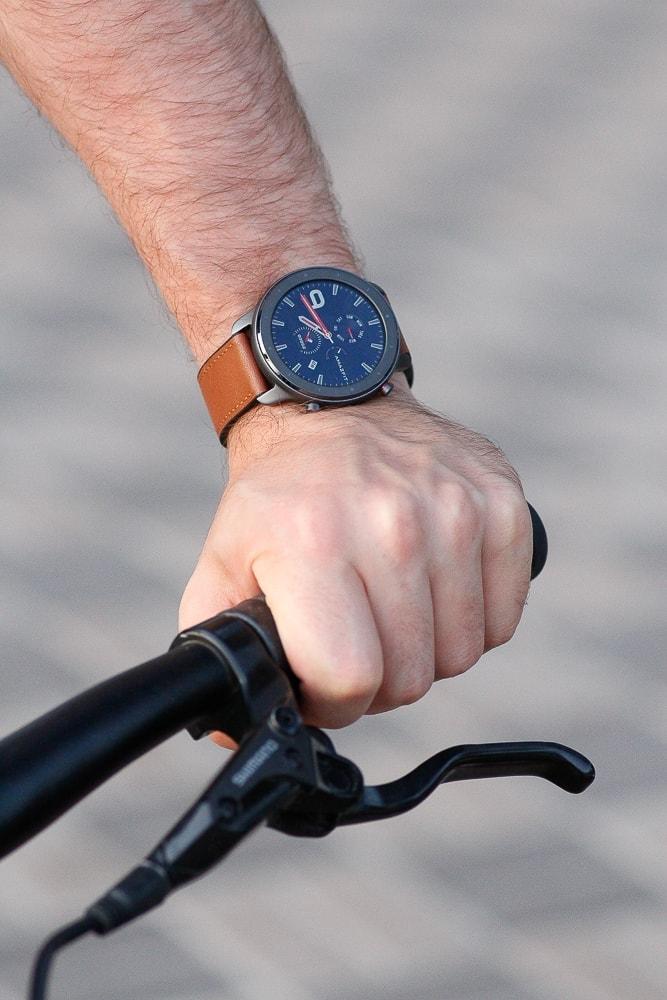 Amazfit GTR и велосипед