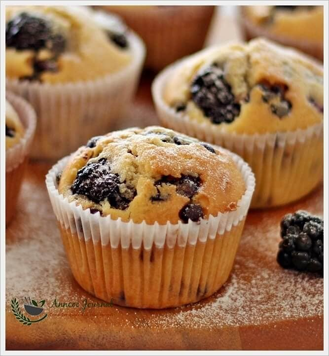 blackberry-and-choc-chip-cupcakes-042