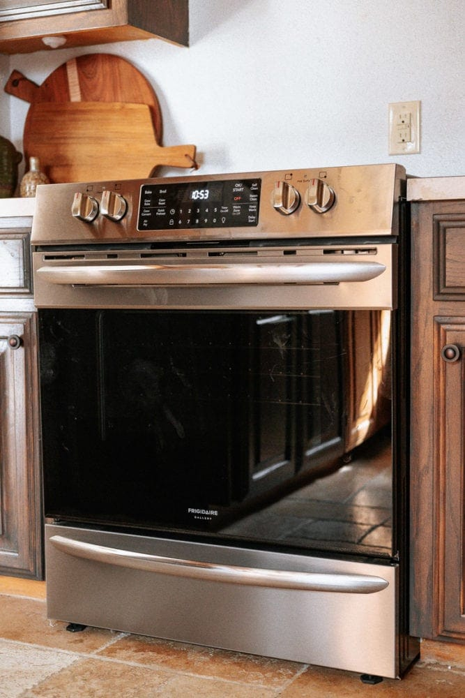 close up of Frigidaire Gallery electric range with air fry