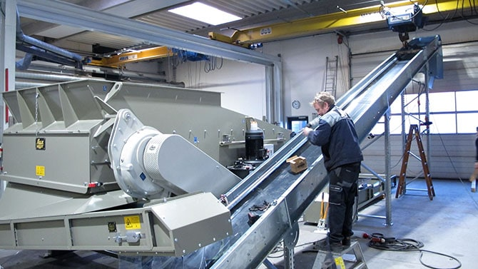 Scanhugger being assembled with two band conveyors at production facilities