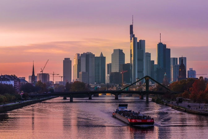 Frankfurt MainTowerAndSkyline#copyright Kiefer.scale-140