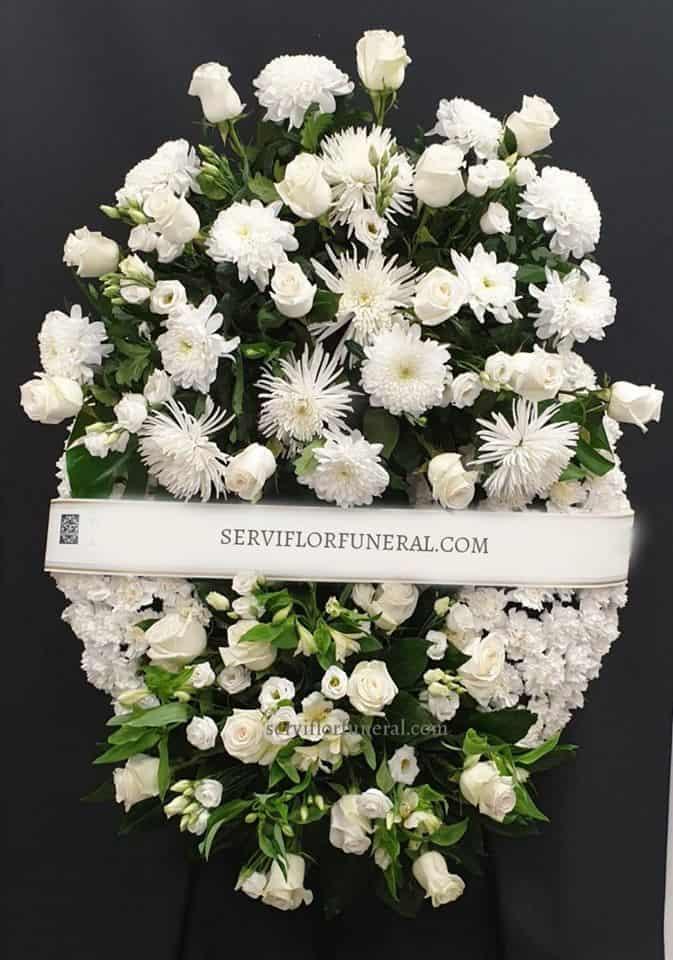 el color verde en una corona de flores para funerales