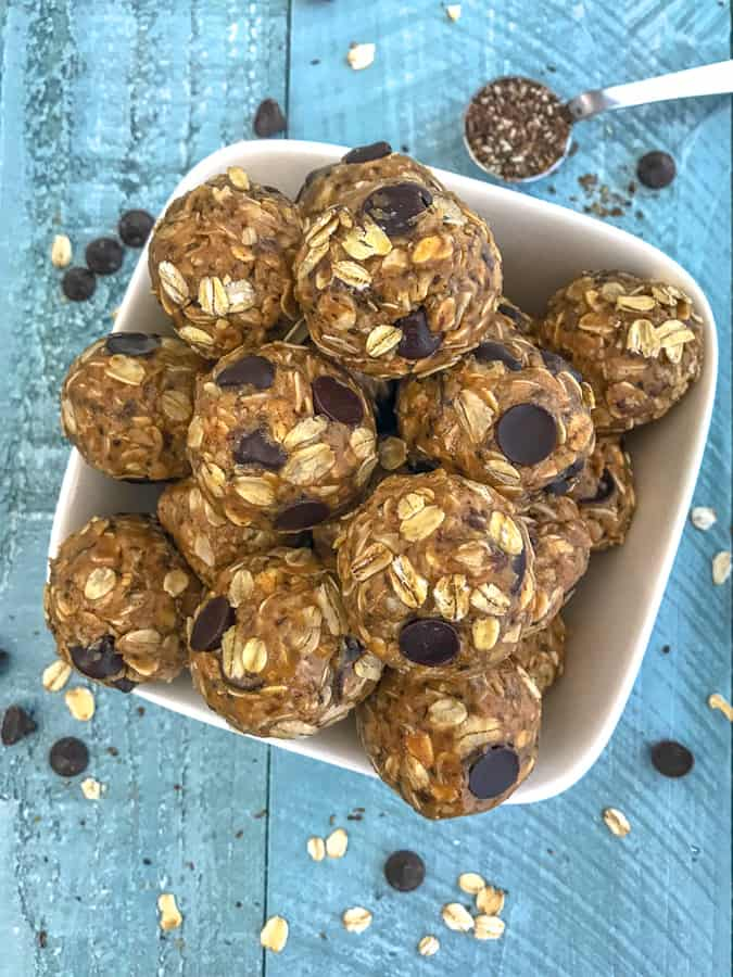 Healthy No-Bake Peanut Butter Protein Bites - delicious, easy to make protein bites that are loaded with old fashioned oats, creamy peanut butter, and flax seeds! Sweetened to perfection with honey and chocolate chips. Perfect prep ahead option for a breakfast or snack on-the-go! #proteinbites #peanutbutter #nobake | https://withpeanutbutterontop.com