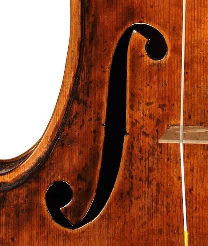 グァルネリ・デル・ジェス1741年製『ヴュータン』のf孔アップ