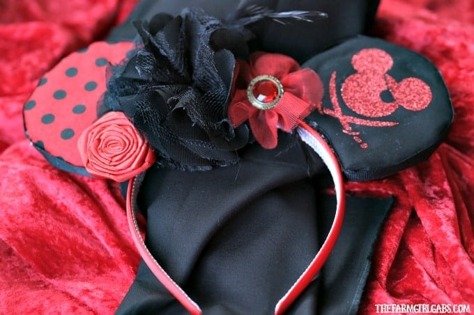 Aargh you ready for a little Disney fun mateys? Create your own pair of Mickey Mouse Pirate Ears. This craft is perfect to make for an upcoming trip to Walt Disney World or on the Disney Cruise Line.