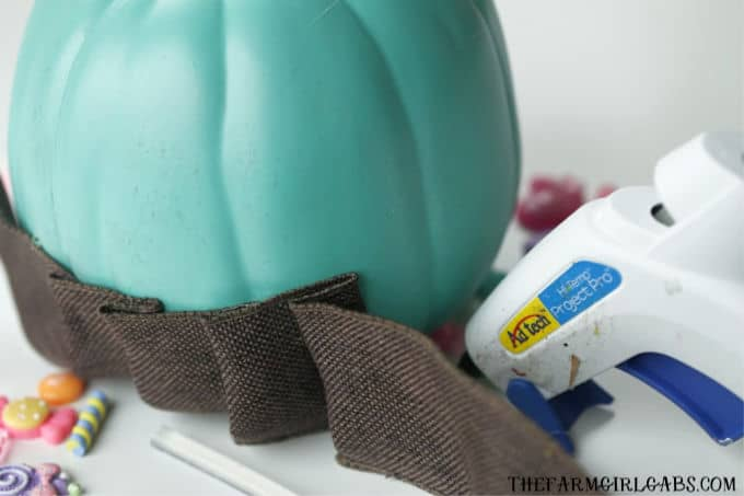Halloween should always be schweet!Get a real Sugar Rush with this easy Vanellope von Schweetz Pumpkin.