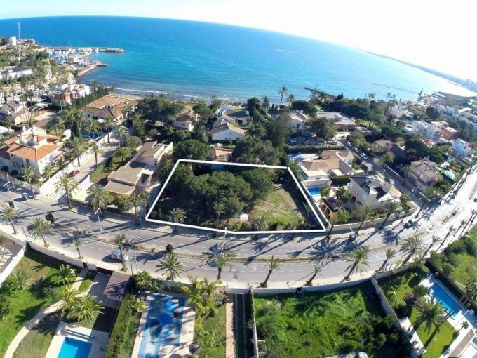 Parcela en Cabo Roig en 2 linea de playa