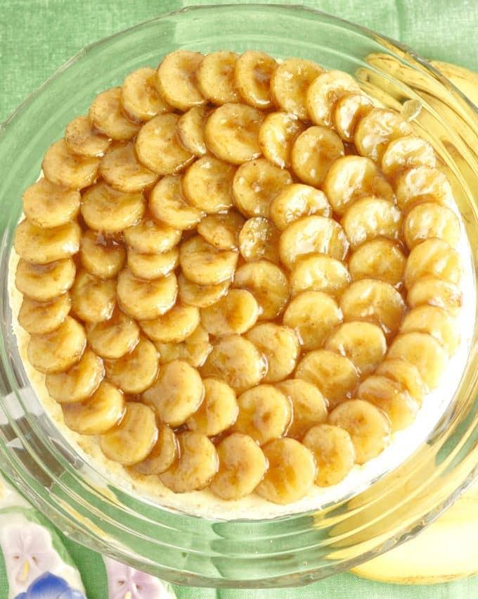 banana cheesecake topped with roasted bananas