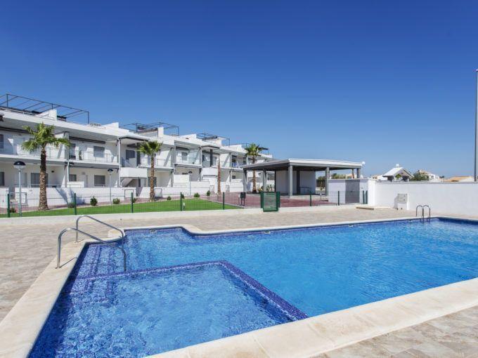 Bungalow en Orihuela Costa con piscina y zonas verdes