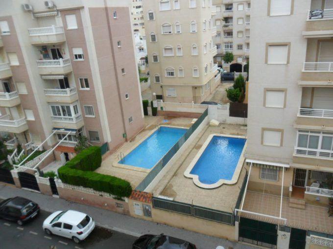 Apartamento en Torrevieja de 2 dormitorios con piscina