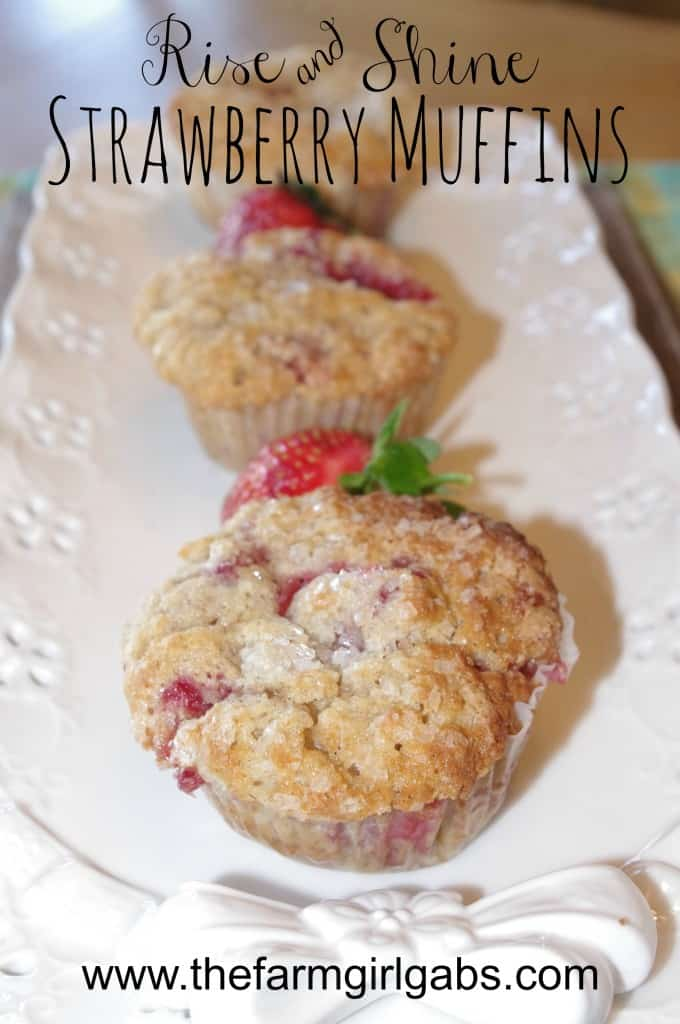 These Strawberry Muffins are the perfect recipe for breakfast or a snack during the day. This recipes is easy to make and easy to bake.