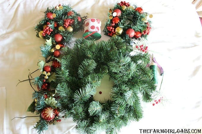Calling all Disney Fans! Learn how to make the easy Minnie Mouse Christmas Wreath. It's a simple DIY craft for the Disney lover in all of us!