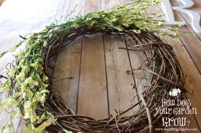 Floral Monogram Wreath - Step 1