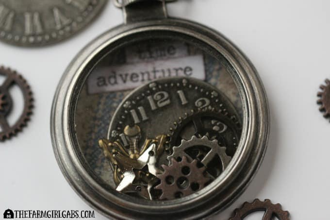 Alice's Timepiece Necklace - Feature 2