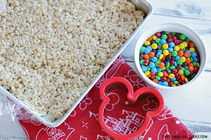 Create your own mouth-watering Crispy Rice Mickey Treats from Walt Disney World at home with this easy recipe. #WaltDisneyWorld #DisneyLand #Disney #DisneyRecipes #RiceKrispieTreats #Dessert #Snacks #DisneySnacks #DisneyFood