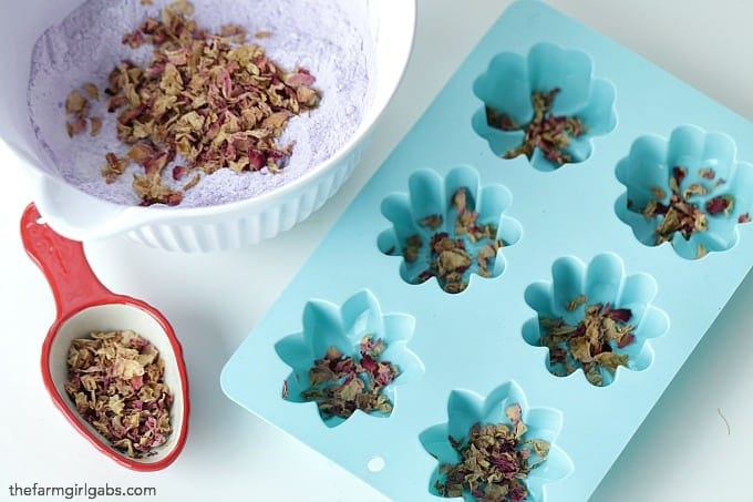 Make a batch to give as gifts, or make some when you need to relax - this Flower Bath Bombs recipe only requires a few simple ingredients.