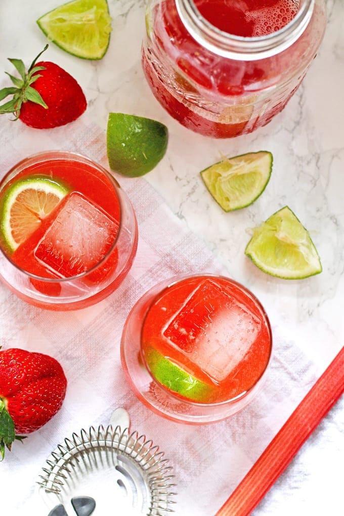 This strawberry rhubarb daiquiri recipe is the perfect spring cocktail! Plus, a recipe for homemade strawberry rhubarb simple syrup. | honeyandbirch.com