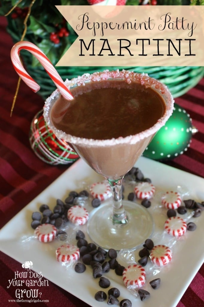 If you love minty hot chocolate, you are going to LOVE this Peppermint Patty Chocolate Martini recipe. This adult cocktail recipe is a real crowd pleaser! #cocktail #Christmas #recipe #drinkrecipe #holidayrecipes #drinks