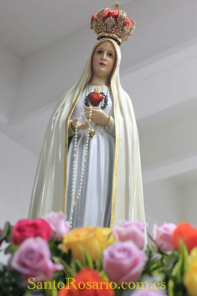 Desde el año 1917 millones de personas se congregan en la Basílica de Fátima, Portugal para celebrar las apariciones de la Virgen. (Foto SantoRosario.com.es: Hemeroteca PL)