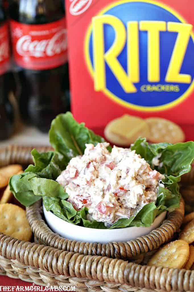 Football fans unite! It's big game time! Are you in it for the game, the food, or both? Kick off your game day party with this easy Game Day BLT Dip. #Dip #GameDay #TailgateRecipe #DipRecipe #BLT
