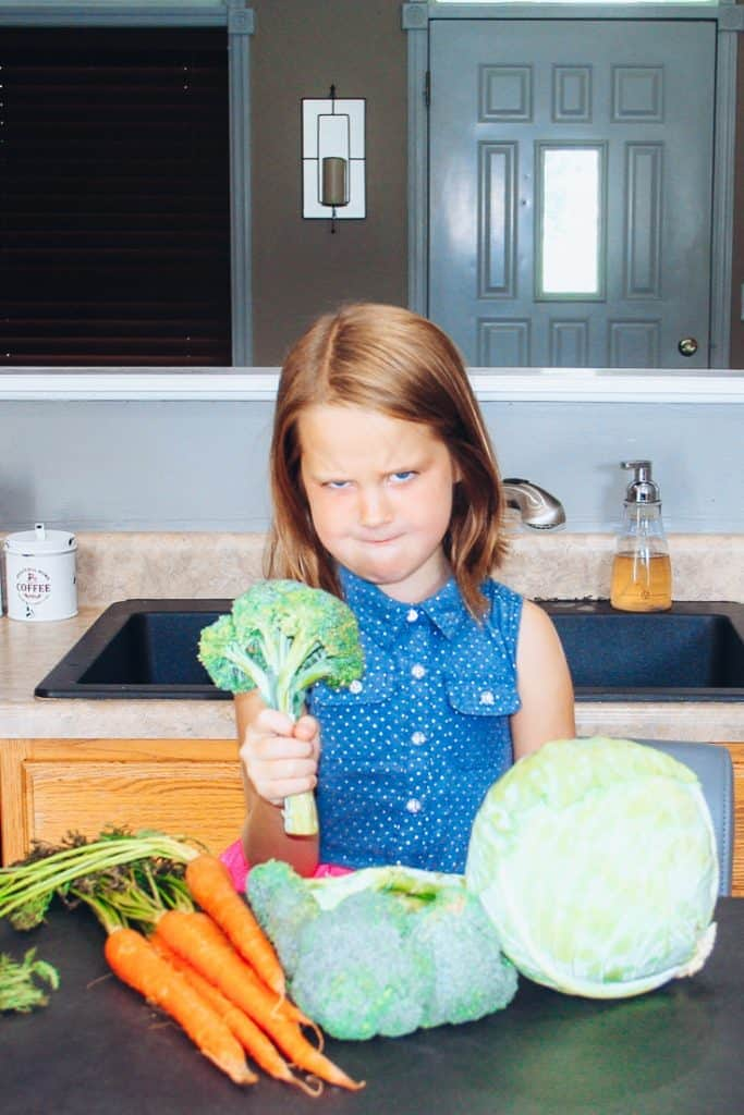 How to get kids to eat veggies. It's not always easy but with this little trick your kids will be begging to eat their vegetables every single day! #vegetables #kidsrecipes #smoothies #smoothierecipes #superfood