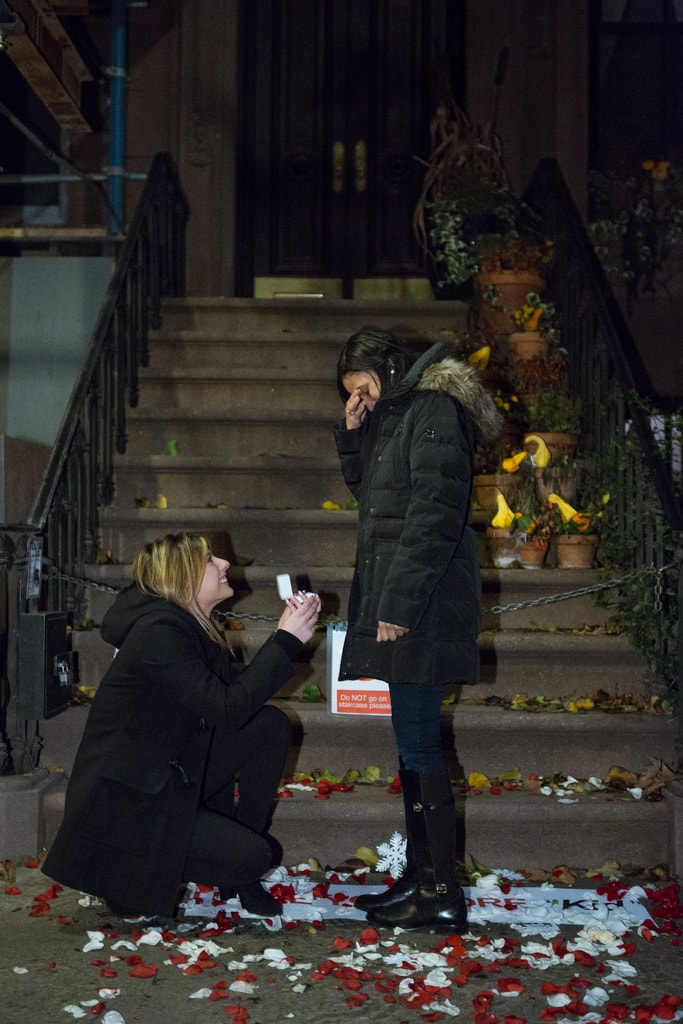 [Marriage Proposal at front Carrie Bradshaw House from Sex and the City(64 Perry St in Manhattan's West Village)]– photo[1]