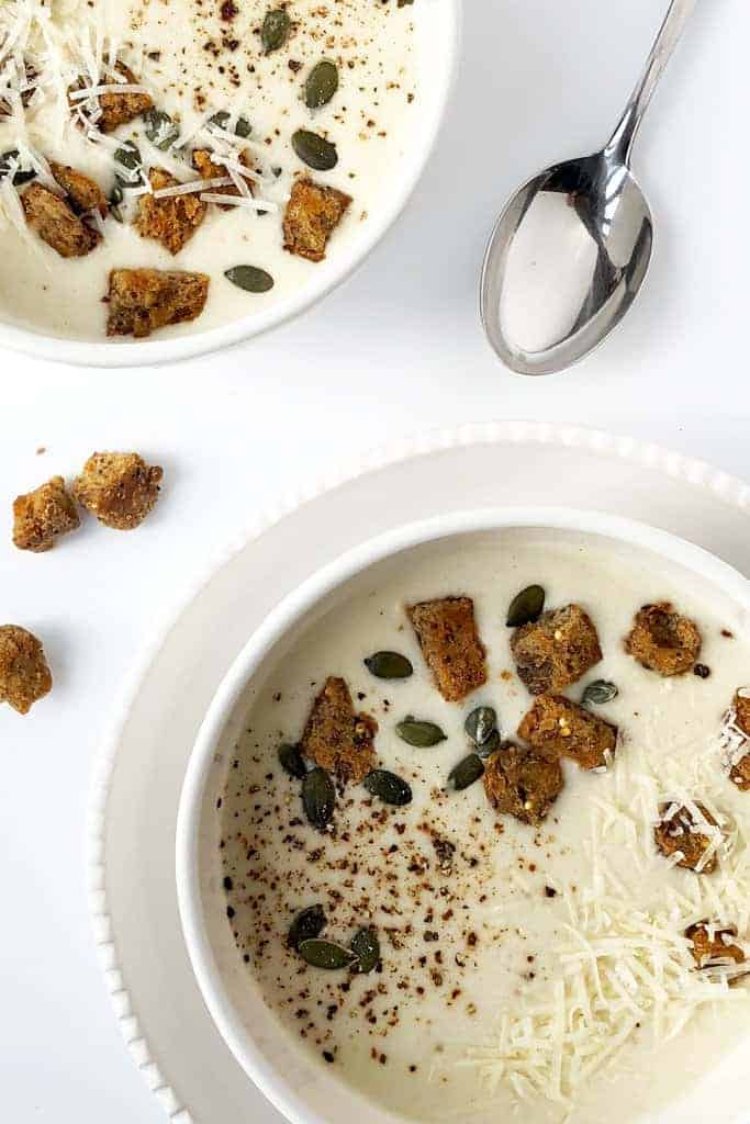 Creamy cauliflower soup with cream cheese