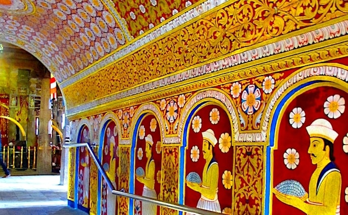 観光地、キャンディの仏歯寺内部