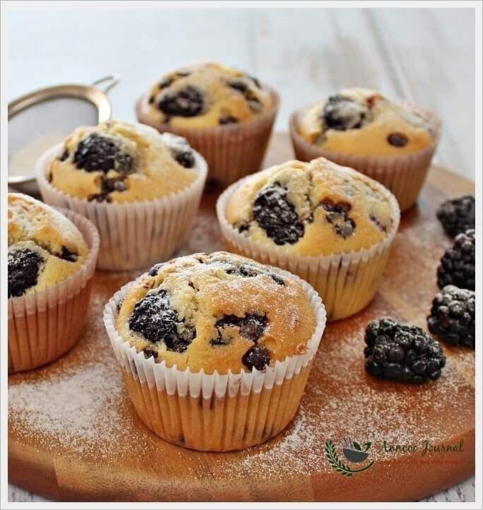 blackberry-and-chocolate-chip-cupcakes-023