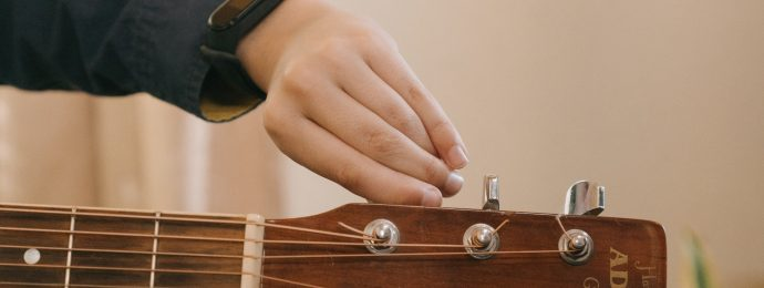 hand turing tuning peg on guitar