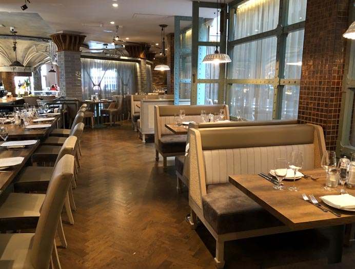 Sole Seafood and Grill Dublin Restaurant review. The elegant decor and dining booths.