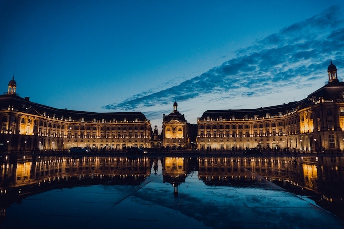 Bordeaux travel tips - the palace at night