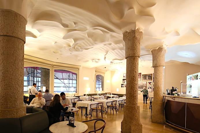 カサミラのカフェ内観画像