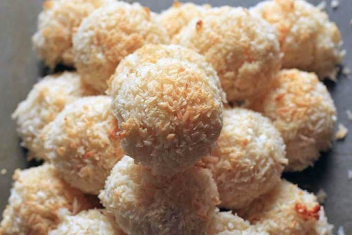 Lime and coconut macaroons recipe
