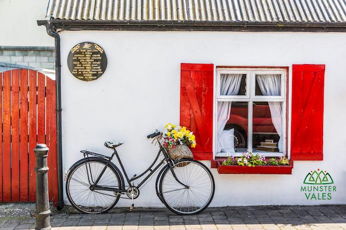 Southern Ireland travel guide. Munster Vales Ireland Travel Guide. The Munster Vales links four counties; Waterford, Tipperary, Cork, Limerick and everything in between