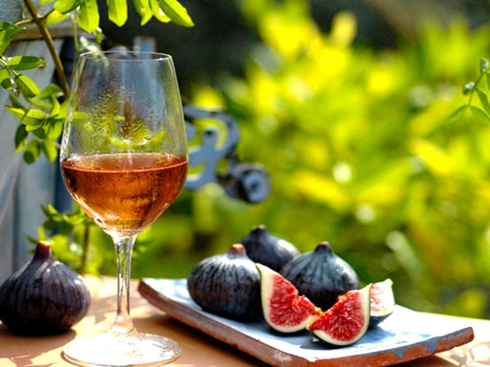 Rosé wine food pairing guide. Learn perfect rosé wine and food matches for all occasions.