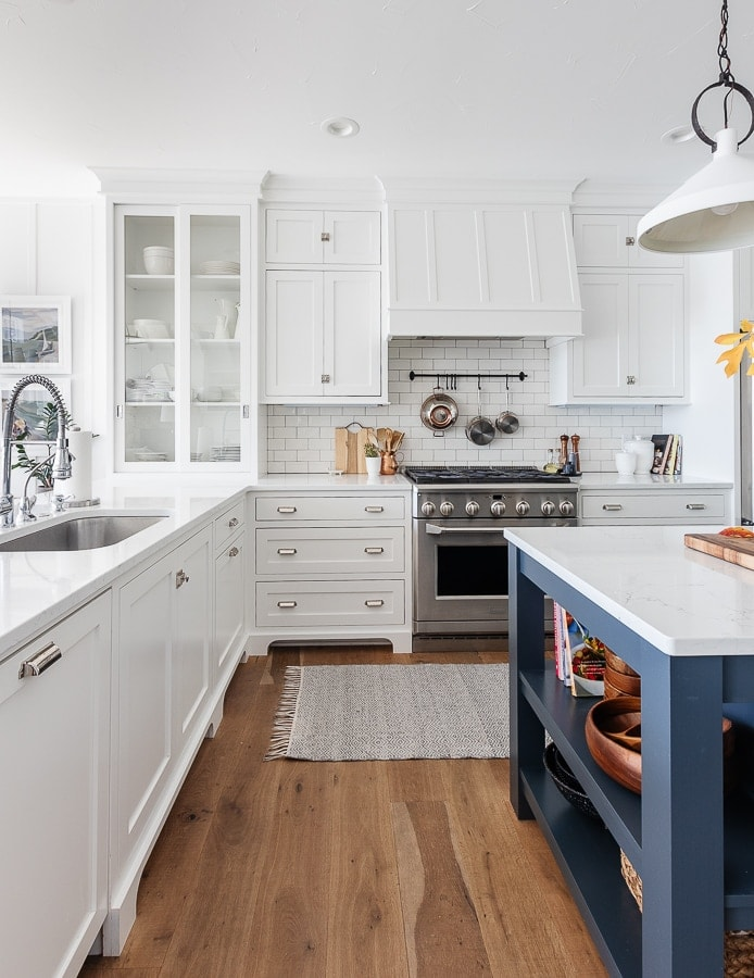 white and navy lake house kitchen