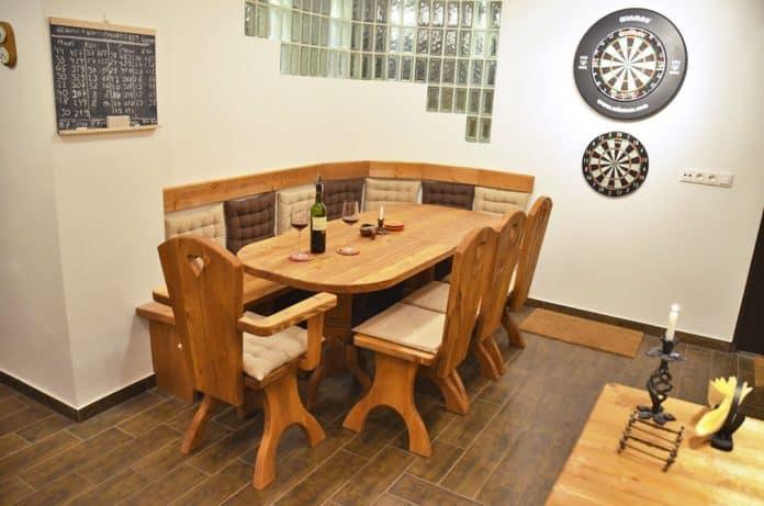 borozo-butor-asztal