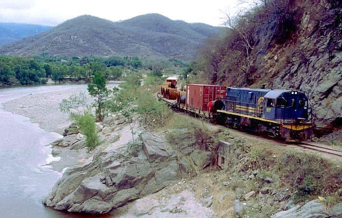 El Ferrocarril del Norte, ceñido al río Motagua