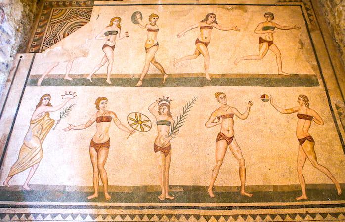 シチリア「カザーレ荘」の水着の女性たち画像