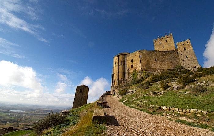 ロアーレ城エントランスからの全景画像
