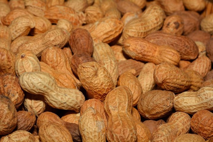 Groundnut oil ingredients and their health benefits