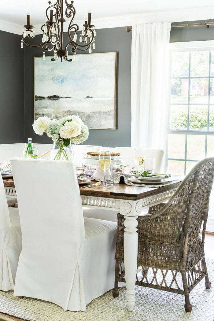 HOW TO MAKE A SMALL HOUSE FEEL BIGGER WITH PUT BIGGER WALL DECOR