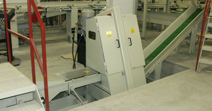 Scanhugger Giullotine wood cutting system at factory