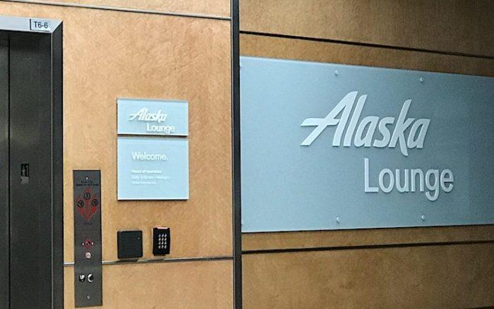 LAXのアラスカ・ラウンジ入り口
